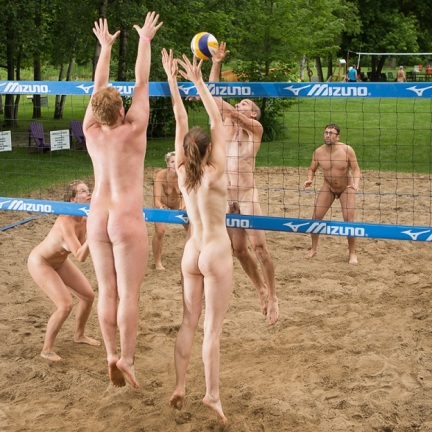 nude-volleyball-lee-baxandall-tournament-bare-oaks-naturist-park-young-naturists-america